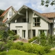 Einfamilienwohnhaus Dr. Hartmann<br /><strong>Ausührung:</strong><br />Kunststofffenster/türen mit äußerer Lackierung<br />RAL-Farbe/Graubraun <br /><strong>Ort:</strong><br />Am Langen Rech 4<br />55283 Nierstein<br /><strong>Auftraggeber:</strong><br />Haus<em>plus</em> Die Wohnbau GmbH*<br />Neugasse 3<br />55546 Volxheim